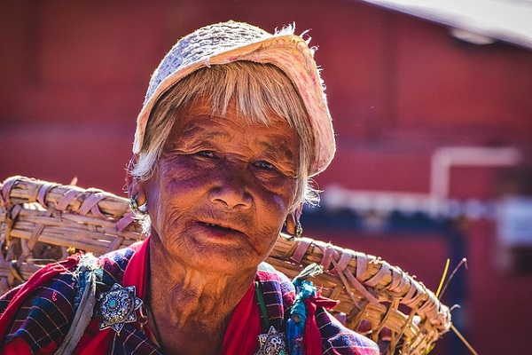 bhutanese-woman-2725142_640