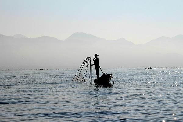 fisherman-241729_1920