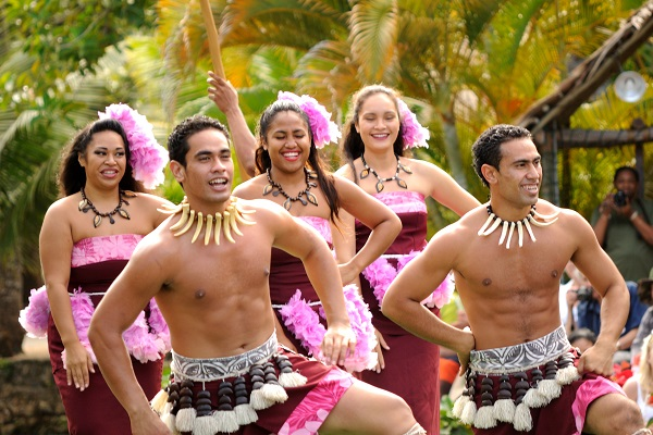 Polynesian_Cultural_Center_-_Canoe_Pageant_(8328364423)