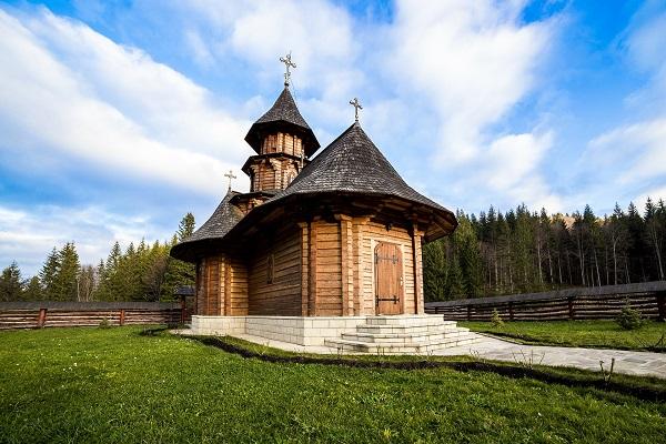 sihastria-monastery-putnei-213762_1920
